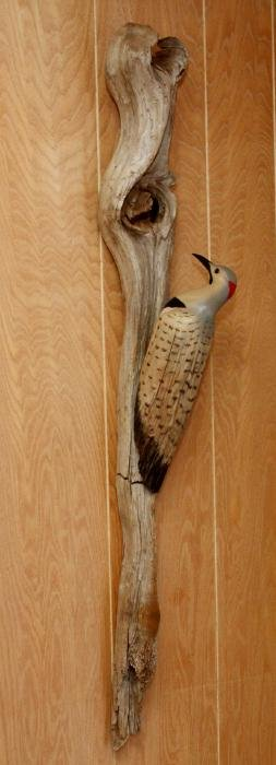 CARVED WOOD WOODPECKER ON DRIFTWOOD WALL MOUNT