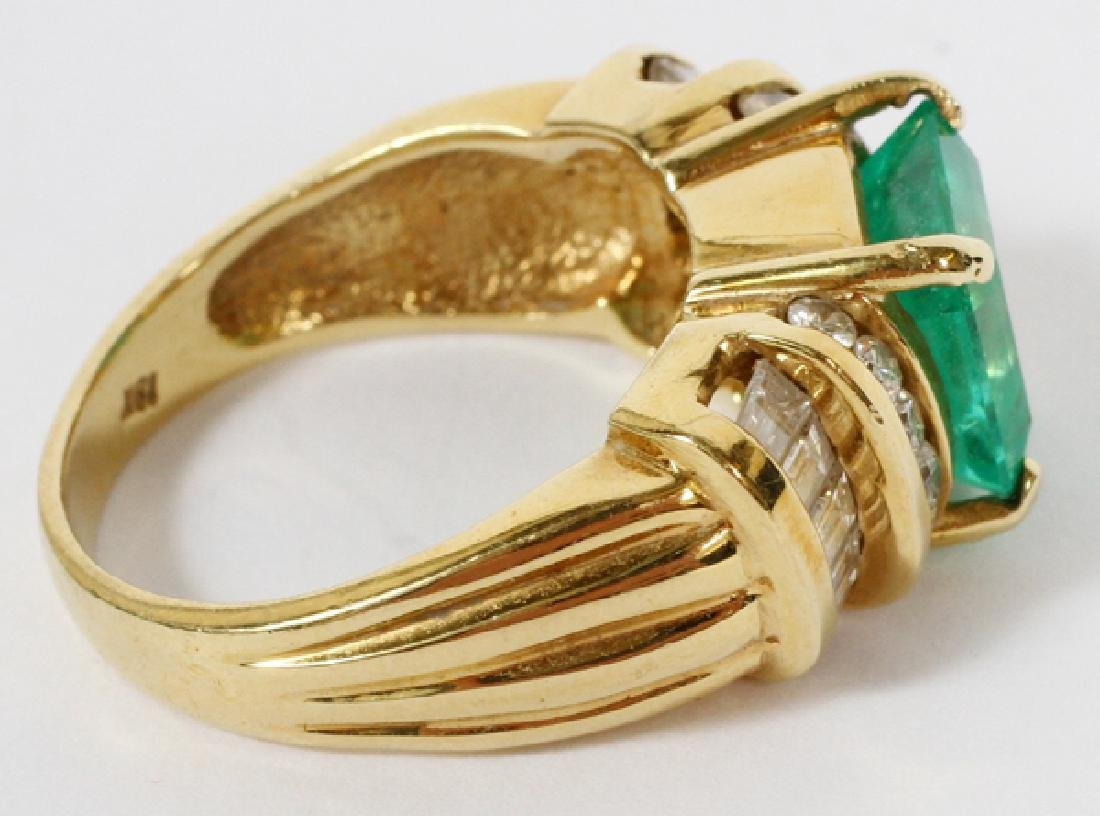 EMERALD DIAMOND AND 18KT YELLOW GOLD RING - 2
