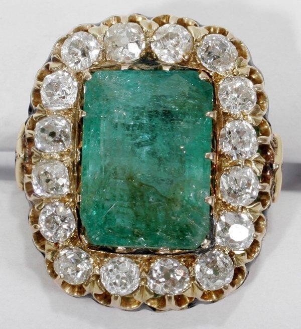 110013: ANTIQUE EMERALD & DIAMOND, GOLD RING