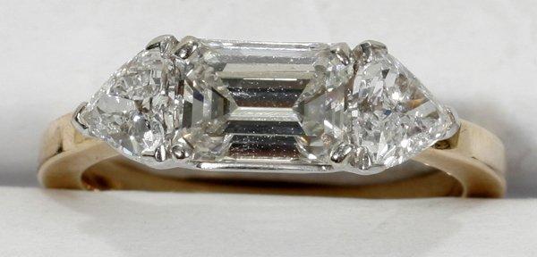 110017: 14K GOLD, EMERALD & 1.5CT DIAMOND RING