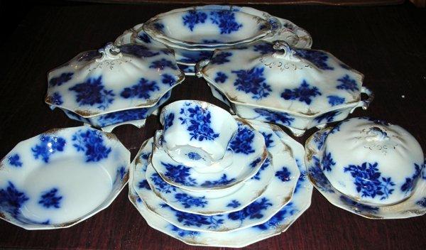 111019: W.H.GRINDLEY, ENGLISH FLOW BLUE DINNER SERVICE
