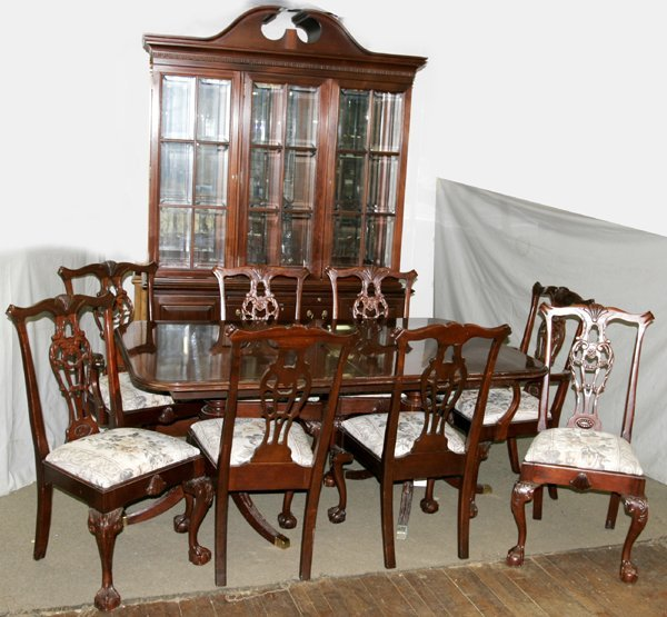 120010: CHIPPENDALE STYLE MAHOGANY DINING SET, 8 PCS.