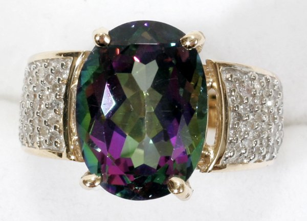 120021: 10K GOLD, TOPAZ & DIAMOND CATHEDRAL RING