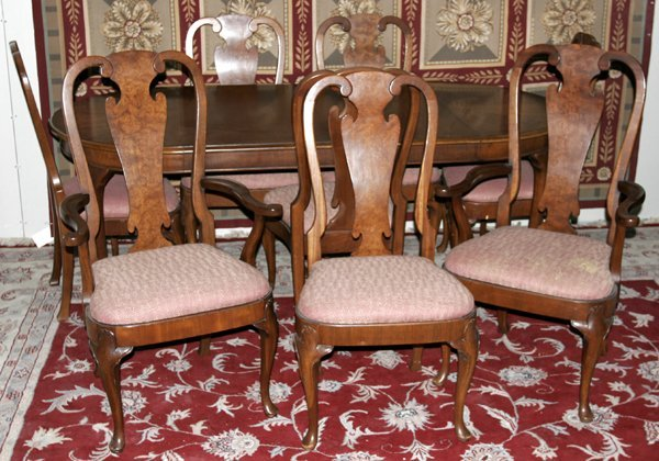 121246: HENREDON DINING ROOM TABLE & 8 CHAIRS
