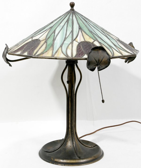 122021: PAIRPOINT LEADED GLASS & METAL BASE TABLE LAMP