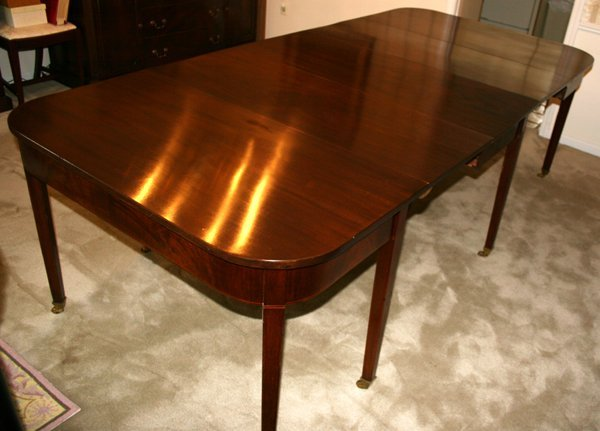 010024: SHERATON GATE-LEG MAHOGANY DINING TABLE C.1780