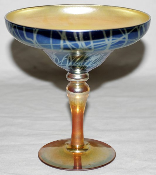 011007: DURAND IRIDESCENT ART GLASS COMPOTE