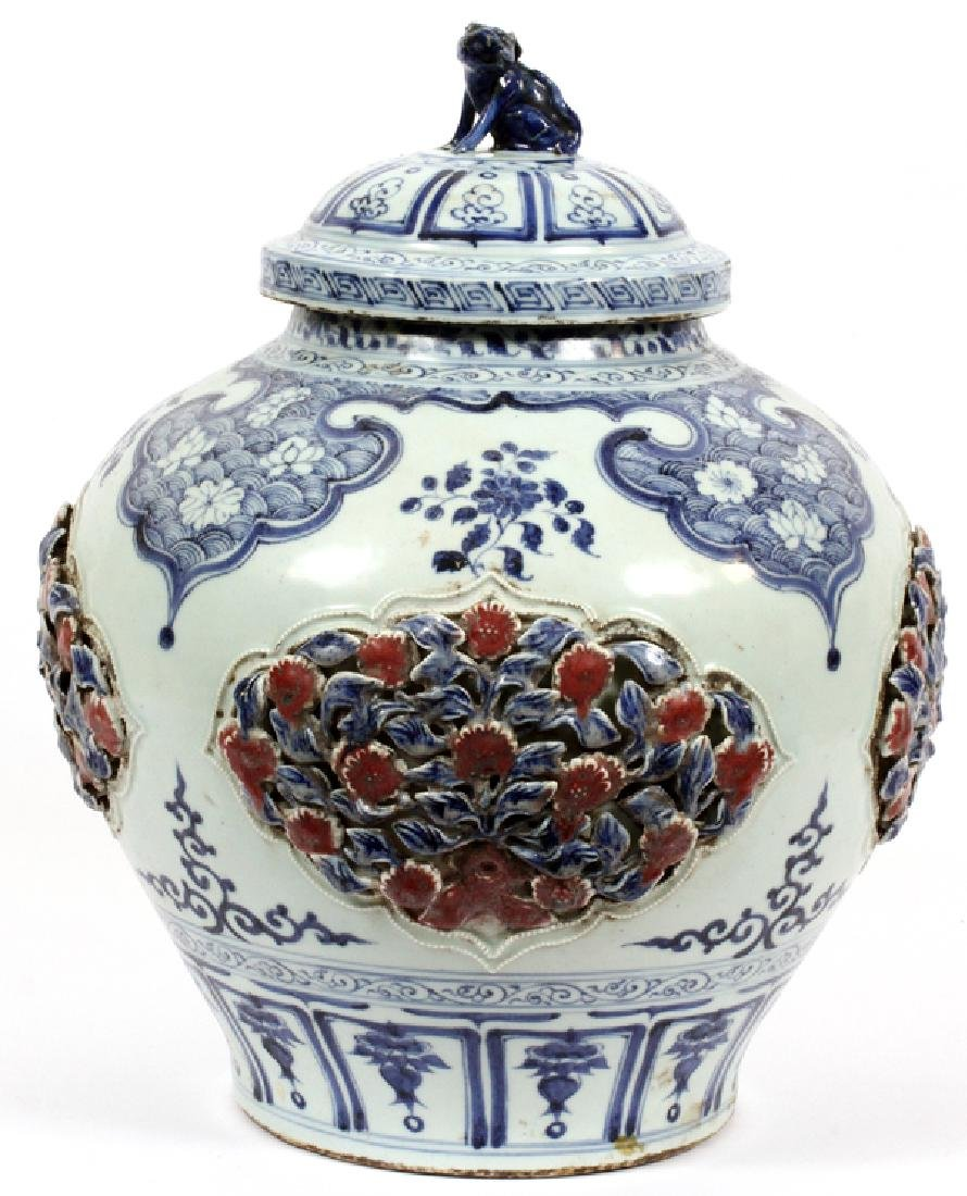 CHINESE BLUE WHITE & RED COVERED JAR