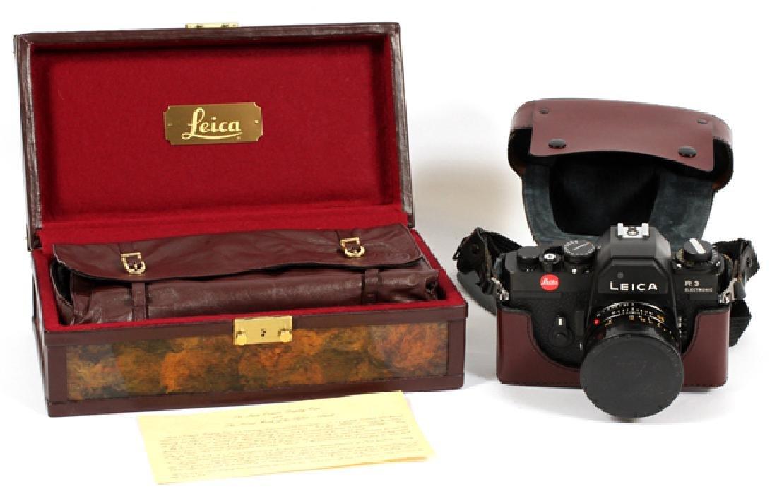 LEICA 'R3' ELECTRONIC CAMERA W/ LENS & DISPLAY CASE