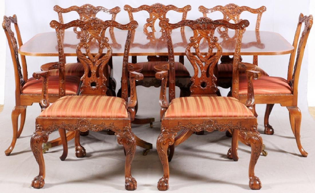 GEORGIAN STYLE MAHOGANY DINING TABLE & 8 CHAIRS