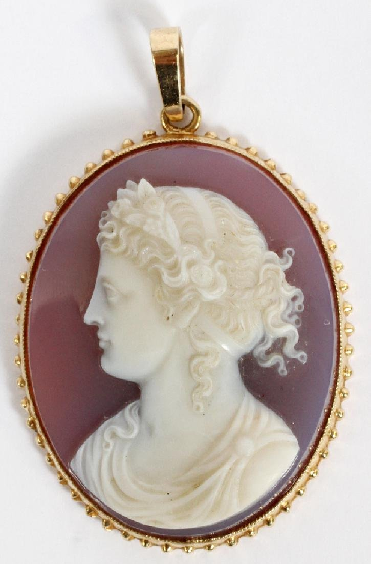 14KT YELLOW GOLD AND MOLDED CAMEO PENDANT