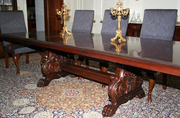 022004: HENREDON MAHOGANY DINING TABLE & CHAIRS