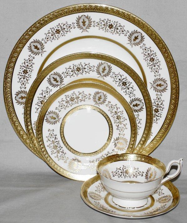 031013: COALPORT 'LADY ANNE' PORCELAIN DINNER SERVICE