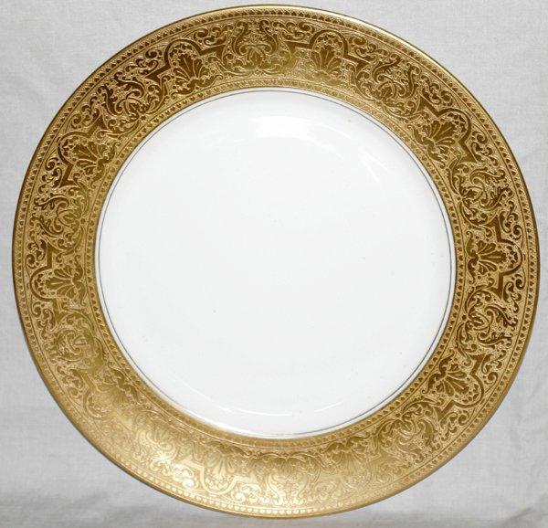 031020: HEINRICH PORCELAIN GOLD-BANDED SERVICE PLATES