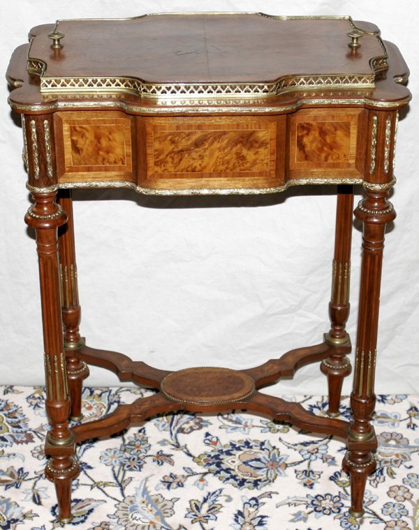 032018: LOUIS XVI LINKE STYLE ROSEWOOD PLANTER STAND