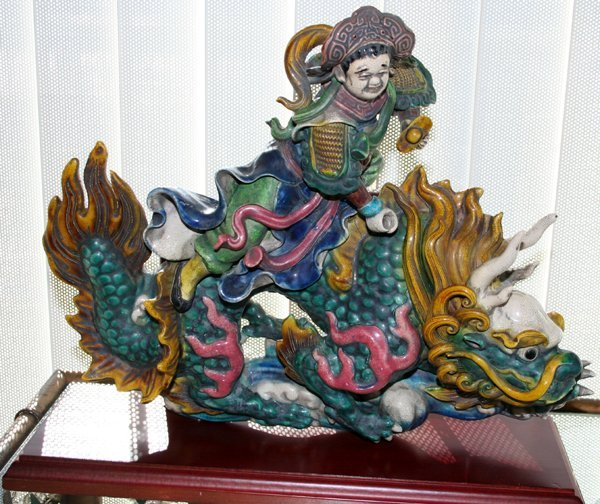 040019: CHINESE PORCELAIN ROOF TILE, MAN ON DRAGON
