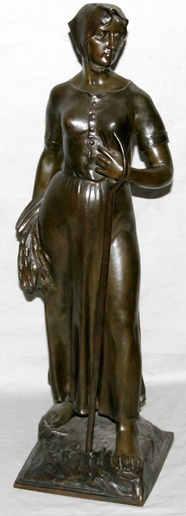040033: FRENCH BRONZE SCULPTURE, WOMAN W/PITCH FORK