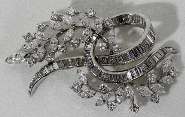 042022: VAN CLIEF PLATINUM & DIAMOND BROOCH