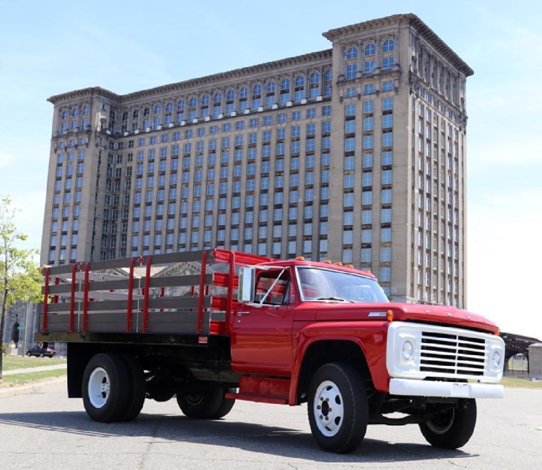 1967 FORD RESTORED F 700 STAKE TRUCK