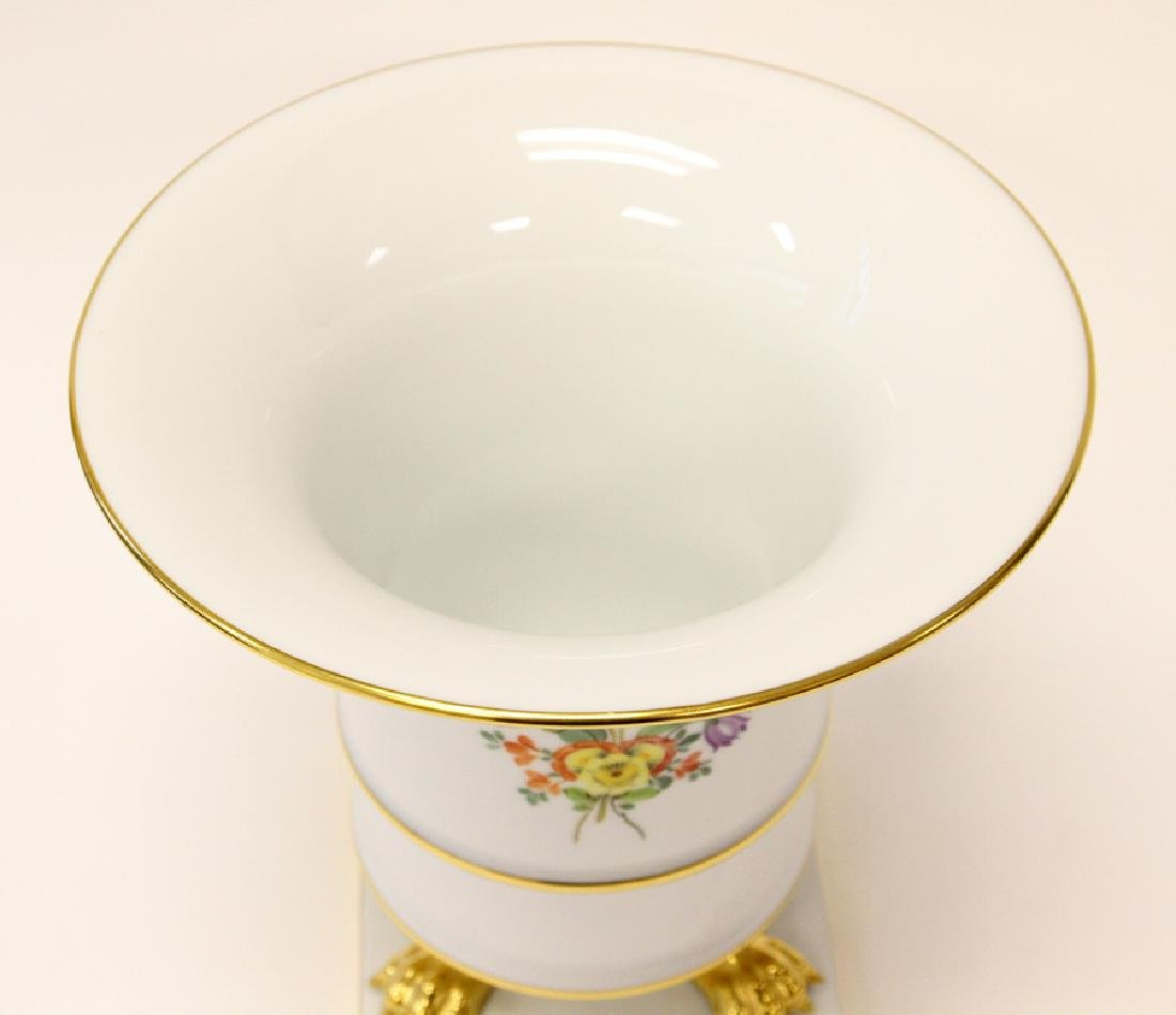 HEREND EMPIRE STYLE FOOTED PORCELAIN VASE - 2