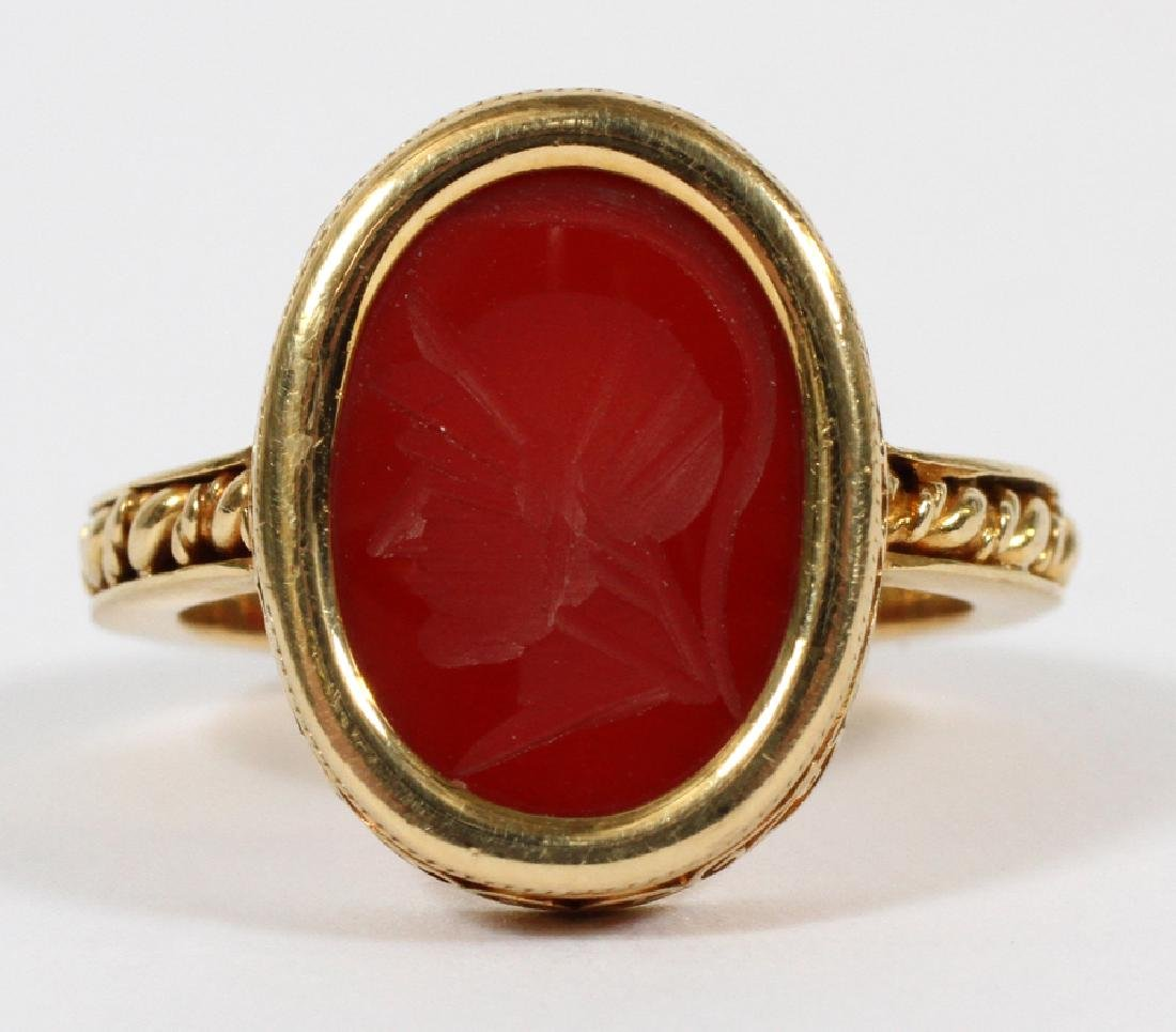 MANS 18KT YELLOW GOLD RING WITH RED INTAGLIO - 8