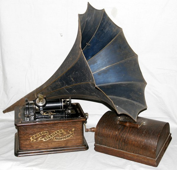 071025: 'EDISON STANDARD PHONOGRAPH' W/METAL HORN