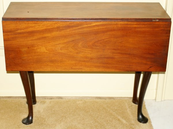091004: QUEEN ANNE MAHOGANY DROP-LEAF TABLE, 18TH C.