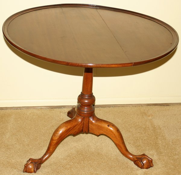 091006: CHIPPENDALE MAHOGANY TILT-TOP TABLE, 18TH C.