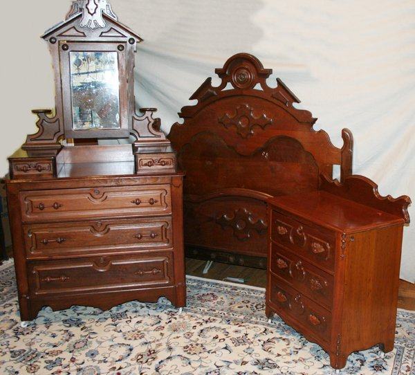 100024: CARVED MAHOGANY BED, DRESSER & CHEST, C.1940