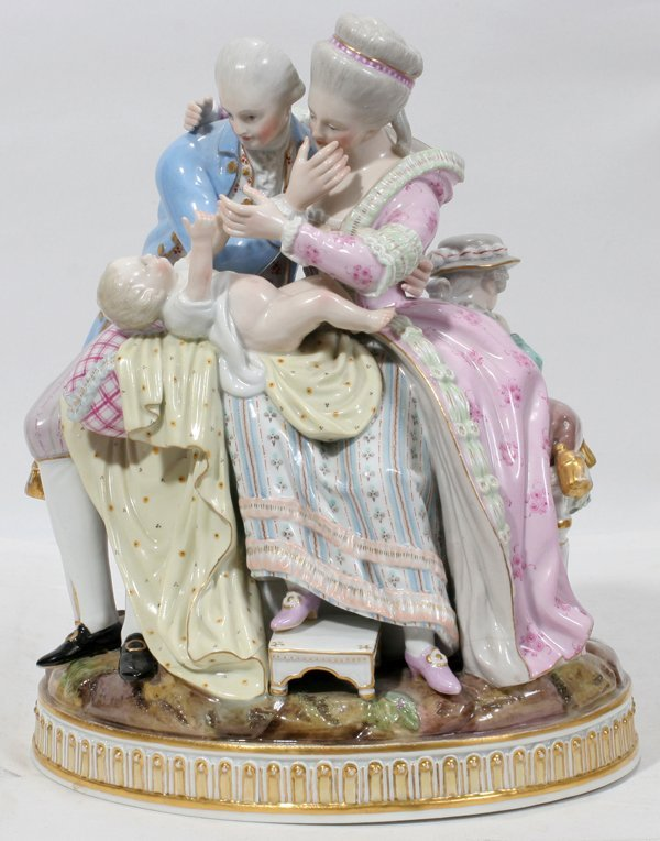 101001: MEISSEN PORCELAIN FIGURE GROUP OF A FAMILY
