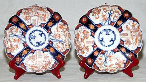 0112: JAPANESE IMARI PORCELAIN PLATES, CIRCA 1840, PAIR