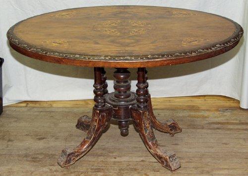1011: ENGLISH WALNUT & SATINWOOD OVAL BREAKFAST TABLE,