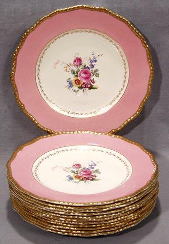 1023: ROYAL DOULTON PORCELAIN DINNER PLATES, CIRCA 1940