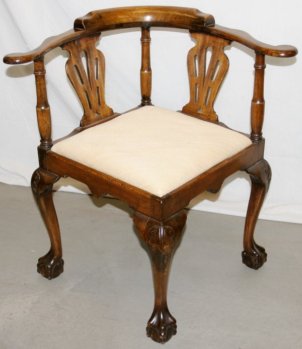 112189: ENGLISH CHIPPENDALE STYLE MAHOGANY CHAIR