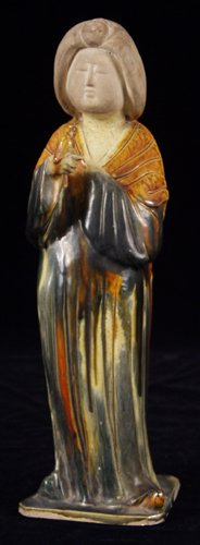 113003: CHINESE EARTHENWARE FIGURE OF A WOMAN WITH 3 CO
