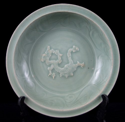113025: CHINESE LUNG-CH'UAN CELADON WARE DISH, LATE SUN