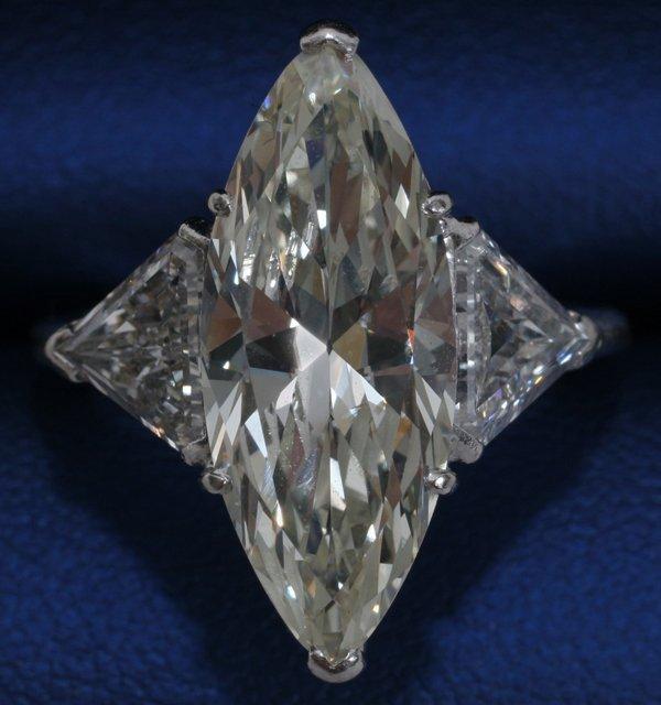 120008: PLATINUM & 1.7CT TW MARQUISE DIAMOND RING