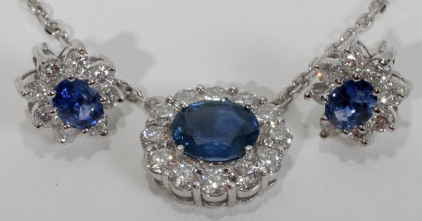 120022: SAPPHIRE & DIAMOND PENDANT & EARRINGS, 3PCS