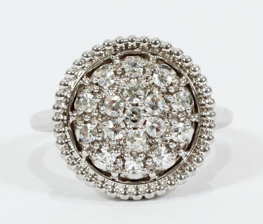 DIAMOND & CLUSTER 18KT WHITE GOLD ROUND DOME RING