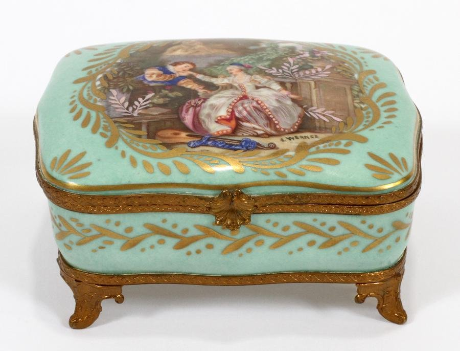 "FRENCH COURTING COUPLE PORCELAIN BOX H 2"" L 5"""