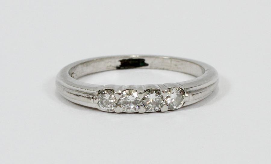 LADY'S  DIAMOND & PLATINUM  WEDDING RING