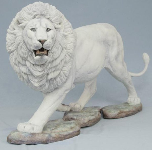 020011: CONNOISSEUR BONE CHINA FIGURE, 'WHITE LION'