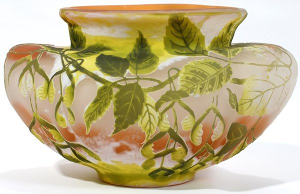 021004: GALLE CARVED CAMEO GLASS VASE, C. 1900