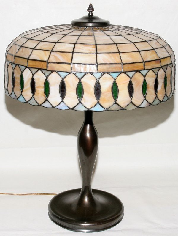"031015: LEADED GLASS TABLE LAMP C.1915 H 25"", DIA 18"""