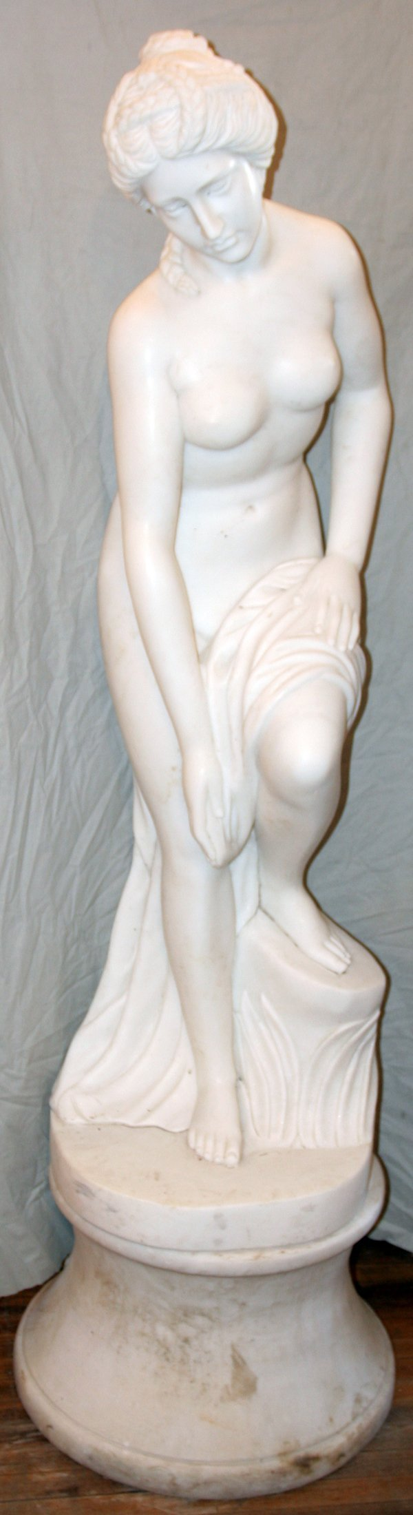 050001: MARBLE NEOCLASSICAL STYLE SCULPTURE & BASE
