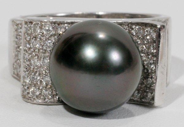 050009: WHITE GOLD, DIAMOND & TAHITIAN PEARL RING