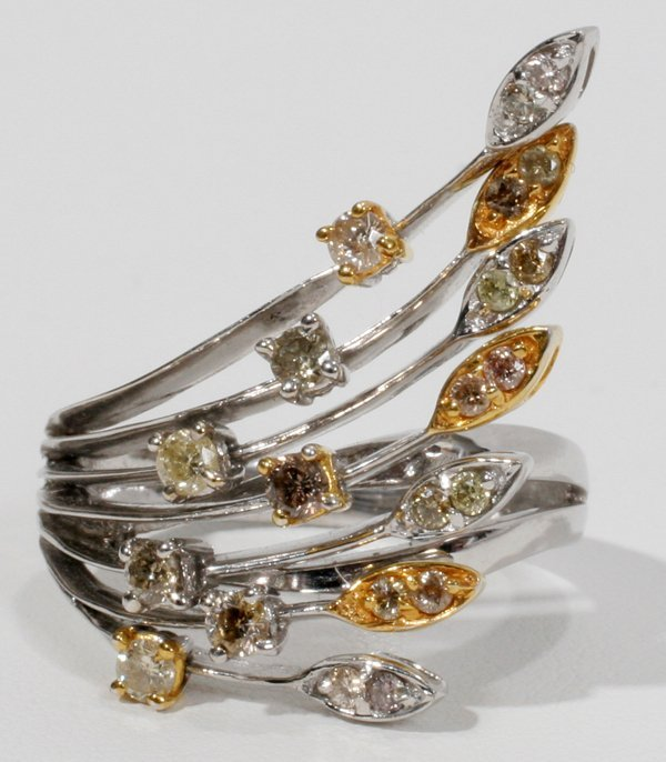 050011: 18 KT TWO TONE GOLD & DIAMOND RING
