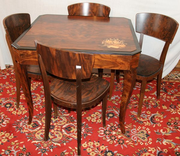 050026: LAMINATED WOOD FINISH GAMES TABLE & 4 CHAIRS