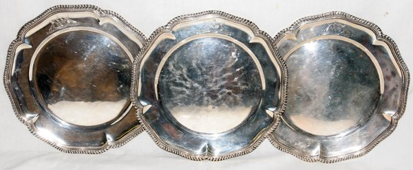 051017: VICTORIAN STERLING SILVER SERVICE PLATES