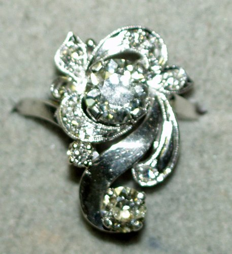 120023: LADY'S FREE FORM DIAMOND AND PLATINUM RING